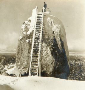 The Monolith ... Buffalo Ranges, Vic., Australia. Commanding a fine view of the surrounding country.ROSE STEREOGRAPH CO.# 12184